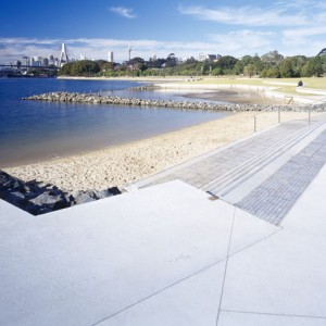 The design of the 2.5 kilometre walk runs along the foreshore of Sydney Harbour from Pyrmont Bridge Road to Rozelle Bay. The project incorporates mangrove habitat reconstruction, decks, ramps, boardwalks, a beach, canoe launching ramp and pontoons within a context rich in industrial archaeology and maritime industry remnants.