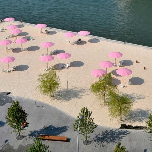 Canada's Sugar Beach is an imaginative park that transformed a surface parking lot in a former industrial area in Toronto into a modern urban beachfront. The design for Canada's Sugar Beach, by Claude Cormier + Associés, draws upon the industrial heritage of the area and its relationship to the neighbouring Redpath Sugar factory.