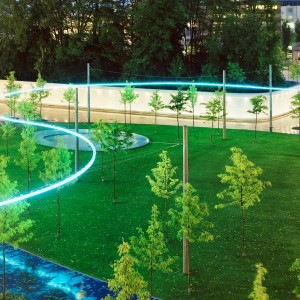 Parc, boulevard and promenade are the meeting places of the quarter. The blue blossoming tree allee of the boulevard was created as counterpart to the restored ditch. The wodded, contaminated backstop was transformed to a oversized tree-pot, in the Leutschenpark.