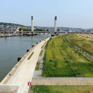 """The Flaubert eco-district is developed on a former port and industrial wasteland. This is the opportunity to create on site a blue and green structuring framework in connection with the Seine River and more generally in order to """"restore nature in the city""""."""