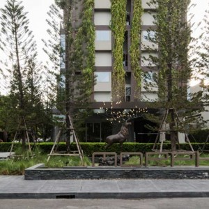 The site is situated amongst a tranquil neighbourhood of high-end residential area of Bangkok. The neighbourhood is the low density private housing with garden spaces. Introduction of this high density development in the area is quite a sensitive issue for the neighbours.
