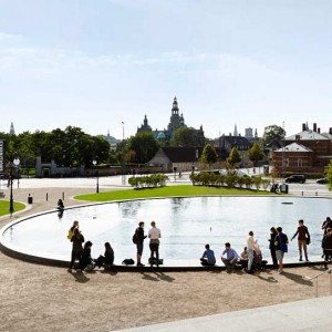 In 2011, together with Polyform Arkitekter, Karres en Brands won the international competition for the redesign of the museum garden of the Statens Museum for Kunst in Copenhagen. The design, 'SMK tilbage i Parken' (SMK returns in the Park) connects the museum garden with the Østre Anlæg park, located on the city's former fortifications. With this, the SMK will become naturally embedded in the park, by which it in fact revises the previous situation.